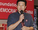刚刚从中国监狱返美的21世纪基金会主席杨建利,在中国民主教育基金会第21届杰出民主人士颁奖典礼上演讲(摄影:刘天育/大纪元)