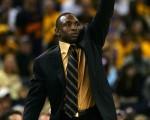 就是我,叫我第一名。图:小牛教练埃弗里-詹森(Avery Johnson)。//Getty Images