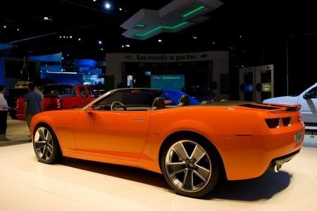雪弗莱概念车Chevrolet Camaro﹐在高速公路行驶时,每加仑汽油可达 30 英里以上。