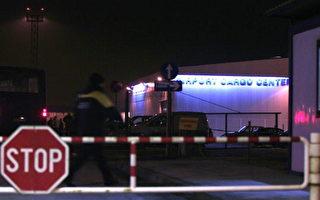 2007 年12月05 日,波士尼亚首都塞拉耶佛国际机场,遭4名歹徒抢走130万欧元(约190万美金)。图为当局在发生抢案后,加强警力安全措施。(ELVIS BARUKCIC/AFP/Getty Images)