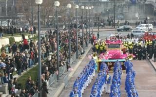 埃菲爾鐵塔前 法輪功學員新年盛大演出