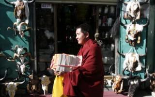 在中国,佛教寺庙已不再是清修地方,商业化的佛教已成为人们的精神消费。(China Photos/Getty Images)