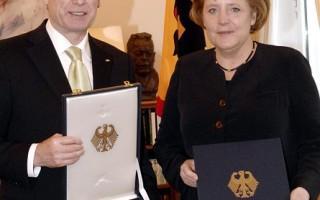默克尔获德国总统最高表彰