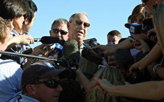 希克斯的父親Terry Hicks零七年十二月二十九日在澳洲阿得雷德牙塔拉監獄外接受採訪。(GREG WOOD/AFP/Getty Images)