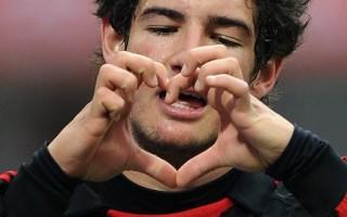 图:AC米兰主场2比0击败热那亚,帕托下半时梅开二度。图为帕托庆祝进球。(Alberto Pizzoli/AFP)