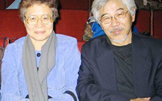 图﹕台湾研究所所长黄再添,杨淑卿伉俪观赏了首场在无线电城音乐厅的新唐人新年晚会。