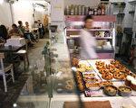 "巴黎知名""罗斯面包店""。(CLEMENS BILAN/AFP/Getty Images,2007 年7月12 日)"