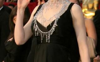 组图:女明星奢华配饰闪耀奥斯卡红毯
