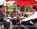 """赤崁楼庭园咖啡的""""谈文论艺与聆听王明哲民谣演唱""""艺文飨宴。(摄影:孙帼英/大纪元)"""