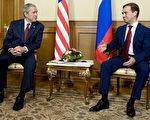 美國總統布什4月6日會晤俄羅斯總統普京的接班人麥維德夫。(JIM WATSON/AFP/Getty Images)
