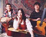 """于宙、小娟和小强三人组成的民谣乐队""""小娟&山谷中的居民""""。"""