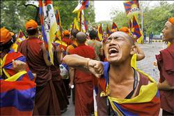 迎火炬前哨戰 藏人印度示威