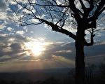 棕城谷俯瞰处(Browntown Valley Overlook)拍摄。(摄影:李秀萍/大纪元)