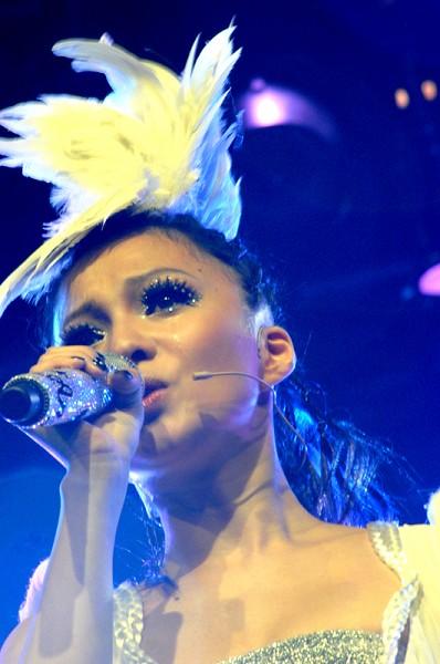 組圖:「百變天后」張韶涵新加坡開唱 打造音樂夢境