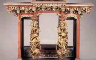 龍柱神龕 /  年代:20世紀   材質:木、玻璃  長:79.5公分  寬:48公分   高:76公分