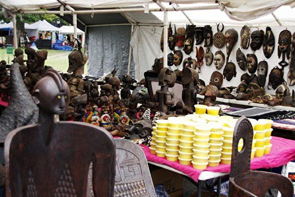 """一年一度的国际非洲文化艺术节于6月30日至7月4日在布鲁克林的""""男孩及女孩高中"""" (男孩和女孩高中)举行,吸引了将近十万人观赏。 (摄影:爱德华/大纪元)"""