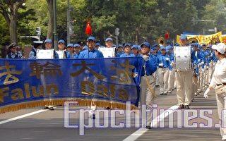 天国乐团在札幌街道上行进(摄影:布和/大纪元)