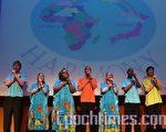 """南非的八人青年歌唱团""""彩虹之星""""的歌声,自7月3日在东京""""女性和工作的未来馆""""今年首次真情缭绕日本观众。(摄影:吴丽丽/大纪元)"""