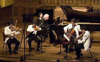 上海弦乐四重奏在渥太华国际室内音乐节上 左起:第一小提琴手李伟刚;第二小提琴手蒋逸文;大提琴手Nicholas Tzavaras;中提琴李宏刚。(摄影:Samira/大纪元)