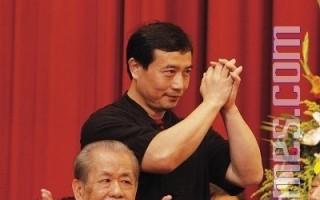 组图:武术泰斗展绝活(3)