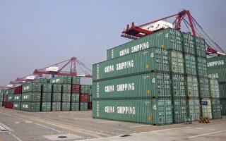 除了股市、房市双双大幅下挫之外,更令中国政府头痛的是引进外资下降。图为广州南沙港码头的出口货柜。(法新社)