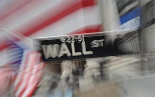 次贷风暴引发的信用泡沫化,演变成一场全球金融浩劫及经济动荡,专家预期未来巿场上的投资银行将减少。(STAN HONDA/AFP/Getty Images)
