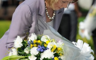 美国女议长向日原爆罹难者致哀
