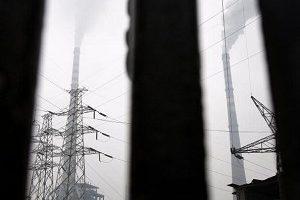 中国国家电监会有关负责人11日表示,当前通胀压力缓解,今年可能上调电网销售电价。(China Photos/Getty Images)