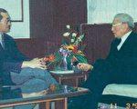 1994年11月3日作者与赵耀东先生(右)在中钢台北办事处会面。(杨硕英提供)