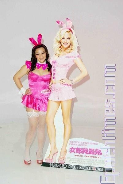 为了宣传即将在10月17日推出的好莱坞电影《女郎我最兔》,11日小甜甜特别进棚化身兔女郎拍沙龙照。(摄影:黄宗茂/大纪元)