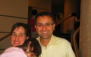 多伦多大学Rotman管理学院的教授Ajay K. Agrawal夫妇。(摄影:林小凡/大纪元)