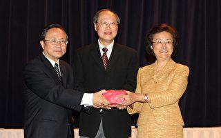 中文学校联合会会长交接 表扬优秀师生