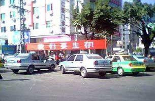 廣東汕頭出租車罷駛  警車被掀翻