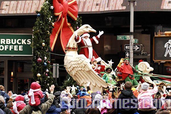 紐約曼哈頓舉行一年一度的梅西感恩節大遊行。(攝影:戴兵/大紀元)