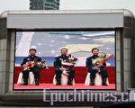3位太空人於昨日出席大球場的活動(攝影:潘璟橋/大紀元)