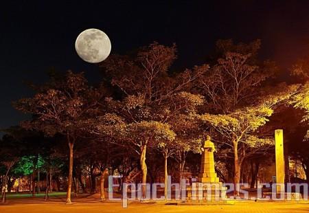 月色(摄影:王嘉益)