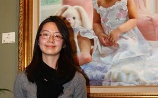 「全世界華人人物寫實油畫大賽」優秀獎獲得者紫薇與她的獲獎作品《純真》(攝影:文忠/大紀元)