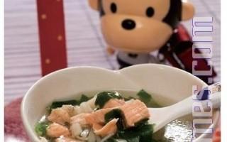 鲑鱼菠菜汤(大纪元授权图片)