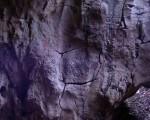 飞来峰岩石上的掌印 (网络图片)