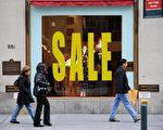 网路零售业者今年的销售业绩虽优于传统业者,但即使狂打促销也无法和过去的热况相比,是首次未成长的假期季。(STAN HONDA/AFP/Getty Images)