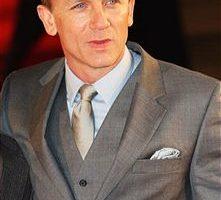 """邦德""丹尼尔·克雷格(Daniel Craig)出席电影《反抗军》(Defiance)伦敦首映礼。(图/Getty Images)"