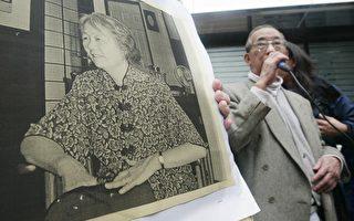 在六四学运的15周年时,香港民主长老之称的司徒华为六四牺牲者呐喊。(AFP)