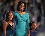 奧巴馬的兩個女兒瑪麗亞(Malia)(左一)和莎夏(Sasha)(右一)。(法新社)