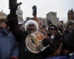 儘管忍受數小時的刺骨寒風,欣喜的群眾17日在巴爾的摩(Baltimore)的就職前集會,歡迎美國總統當選人奧巴馬(Barack Obama)。(AFP)