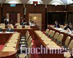 香港食物及衛生局副局長梁卓偉在立法局會議上表示,在新界先後檢獲33隻禽鳥屍體,當中9隻帶H5N1病毒,情況是不尋常。(大紀元)