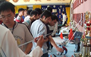 高中学生们参访空军官校了解空官学生在校生活的充实性与多元性的展现。 (照片:空军官校提供)