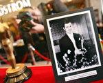 克拉克-盖博(Clark Gable)于1934年获得的奥斯卡小金人  /Tasos Katopodis/Getty Images