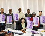 孟昭文與六位評審委員和負責此項活動的辦公室實習生王宇森(右二)和Donald Wiggins(右一)合影。(攝影:史靜/大紀元)