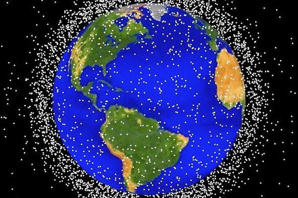 美国宇航局发布的照片显示,数百万太空碎片已包围了地球,地球上空成了一个垃圾场。(NASA/Getty Images)
