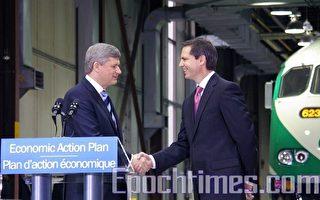 2月17日,加拿大总理哈珀及安省省长麦坚迪在多伦多一家GO Transit维修厂宣布,投资5亿元支持GO Transit的主要基础设施建设项目(摄影:周行/大纪元)。